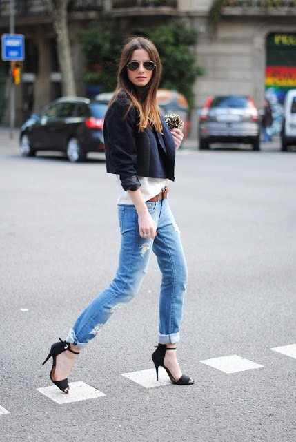 26 Beautiful and Sexy Women Wearing Jeans