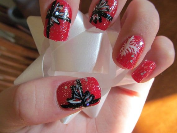29 Creative Christmas Nail Designs