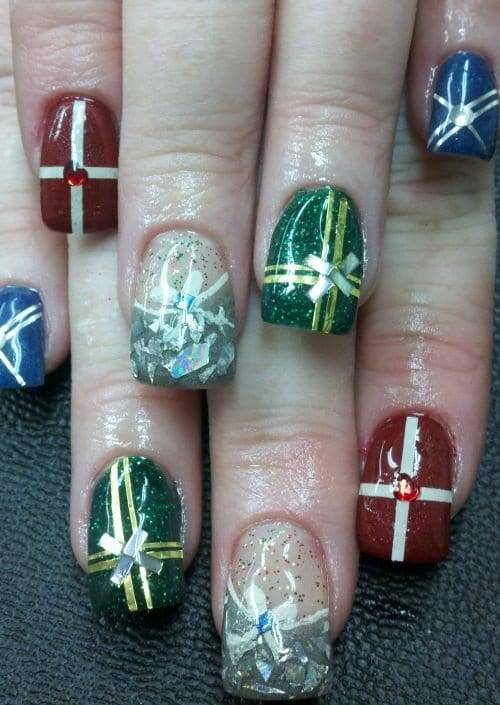 20 Inspirational Christmas Nail Art Designs