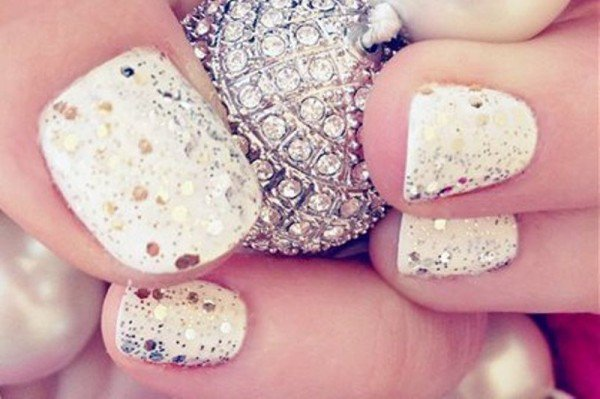 22 Glamorous and Sequin Nail Art