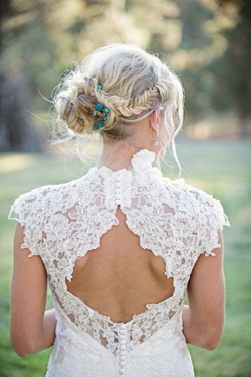 LACE BACK WEDDING DRESSES – THE MUST HAVE WEDDING DRESS OF THE YEAR
