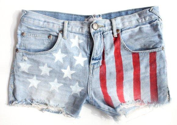 Trendy DIY Makeover For Your Denim Shorts