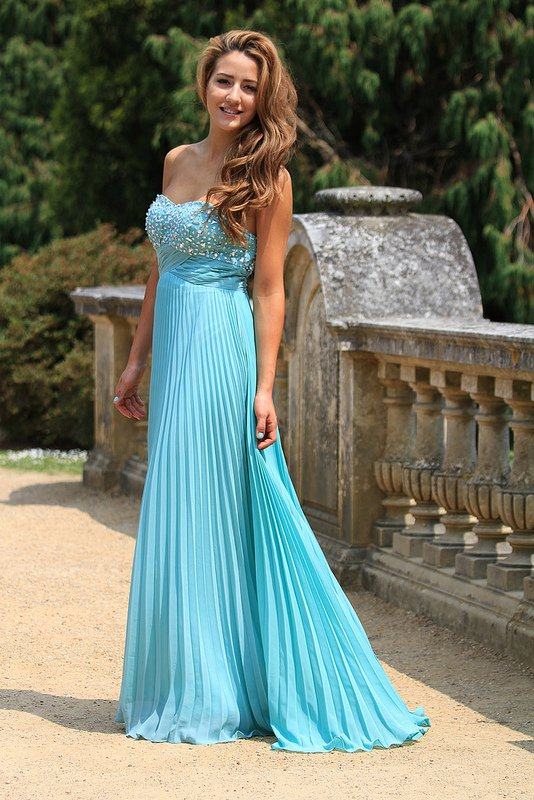 Best Dresses For Your Friends Wedding Ceremony