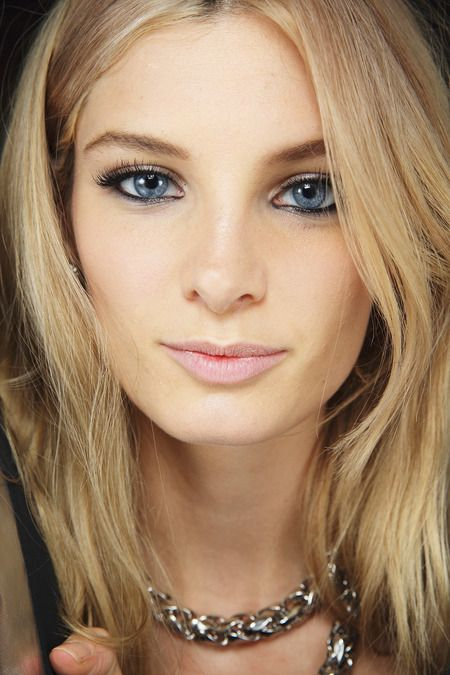 Beautiful Makeup for girls with blue eyes