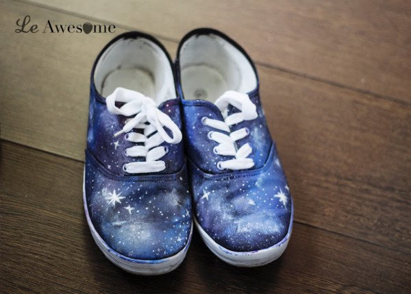 10 Spectacular DIY Makeovers For Renew Your Sneakers