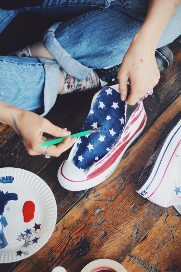 d1c41d4d6f8c 8 Awesome DIY Converse Makeovers