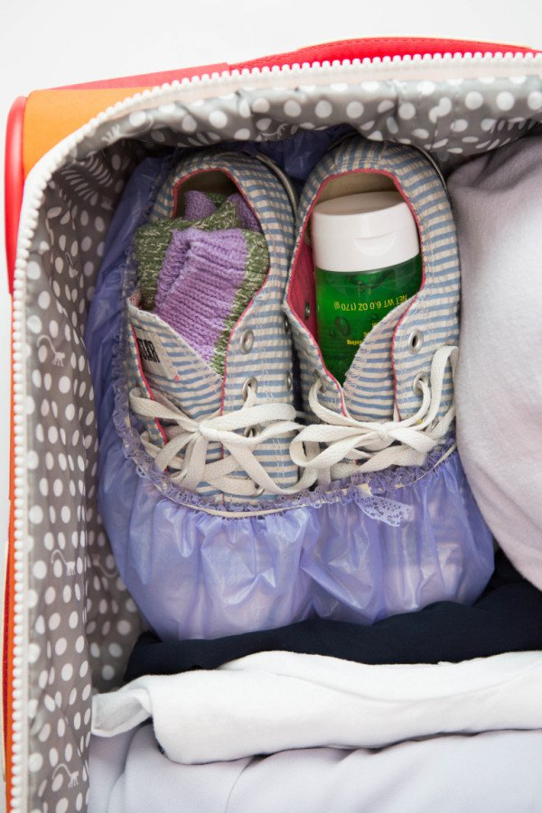 20 Ultra Useful Space Saving Hacks For Packing Your Suitcase