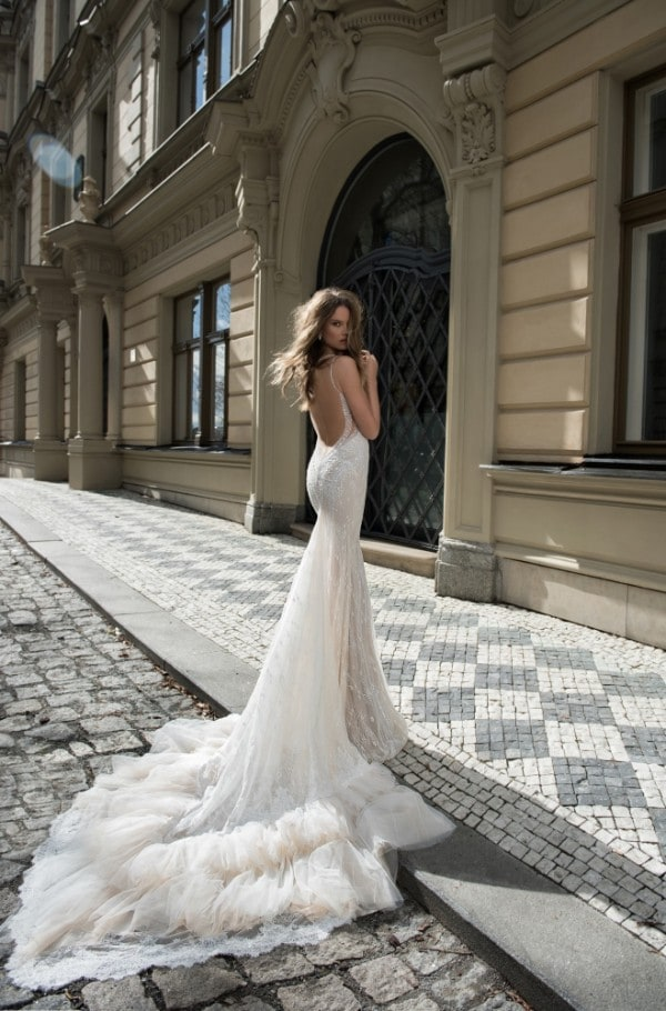 30 Surprisingly Unique Wedding Dress For The Most Glamorous Party Ever