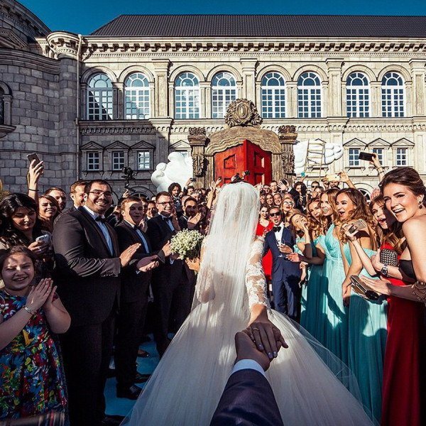 The Popular Instagrammer Who Follows His Girlfriend Around The World Just Photographed Their Wedding, The Pictures Are Stunning