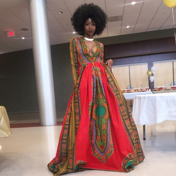 This High Schoolers Self Designed Prom Dress Got Her Crowned Queen Of The Internet