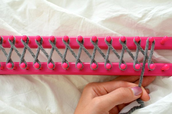 The Most Amazing Tutorial How To Use A Knitting Loom To