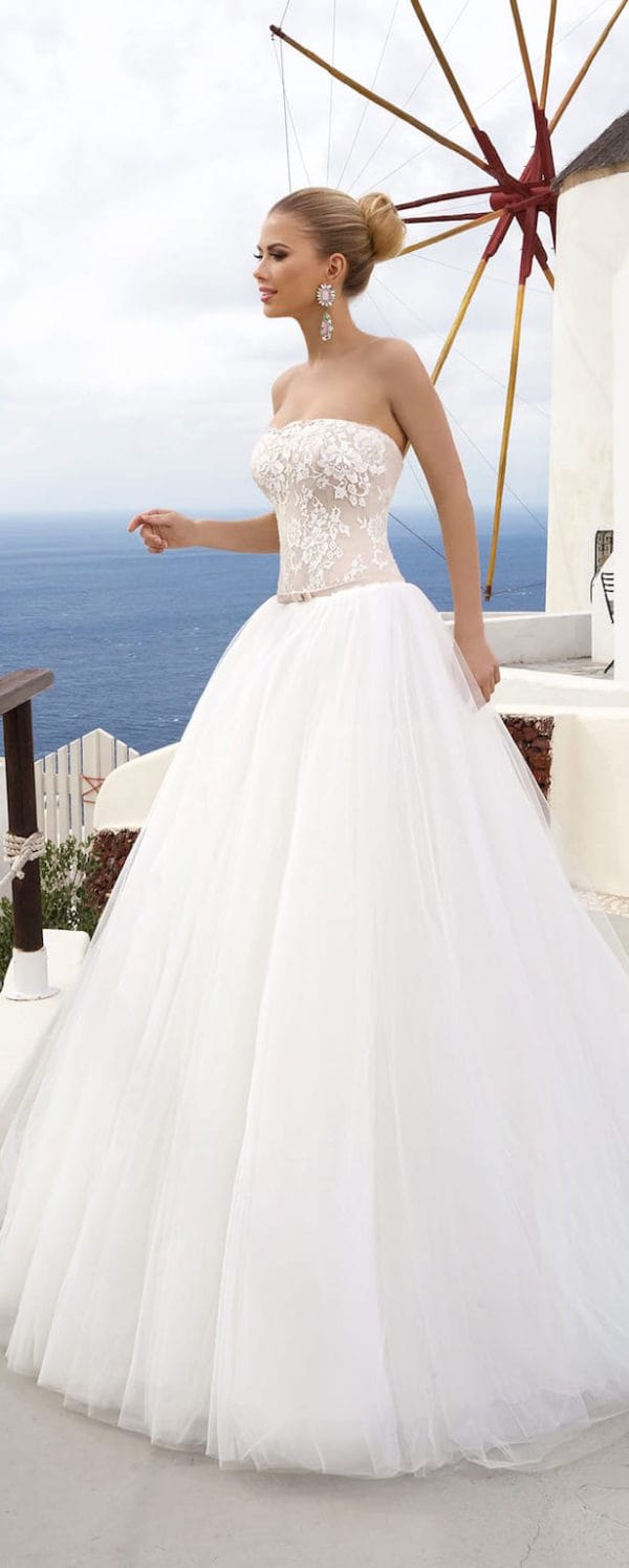30 Lovely Ideas For Your Dream Wedding Dress