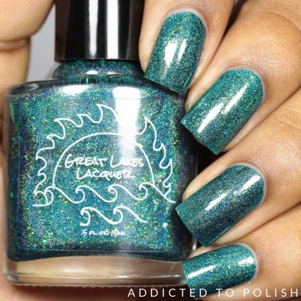 Elegant and Simple: Flashy Nails Polish