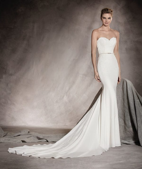 Simplicity And Refinement The  PRONOVIAS Bridal Collection 2017