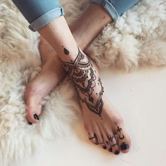 Tattoo Trend Alarm: Foot And Ankle Tattooes That Every Girl Will Like To Try