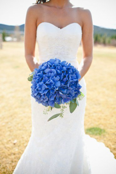 The Best Wedding Bouquets According To Their  Color Meaning
