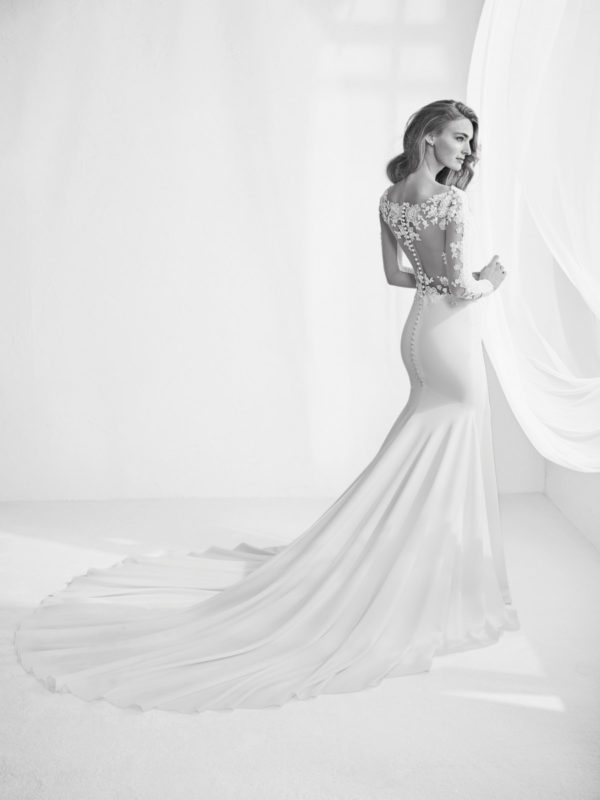 Fall In Love With The New Bridal Gowns From Pronovias Bridal 2018 Collection