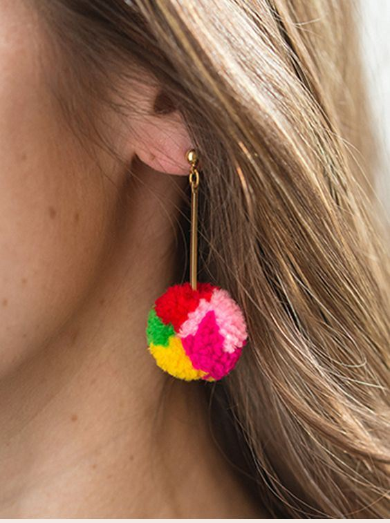 DIY Pom Pom Decorations For Chic Look This Summer