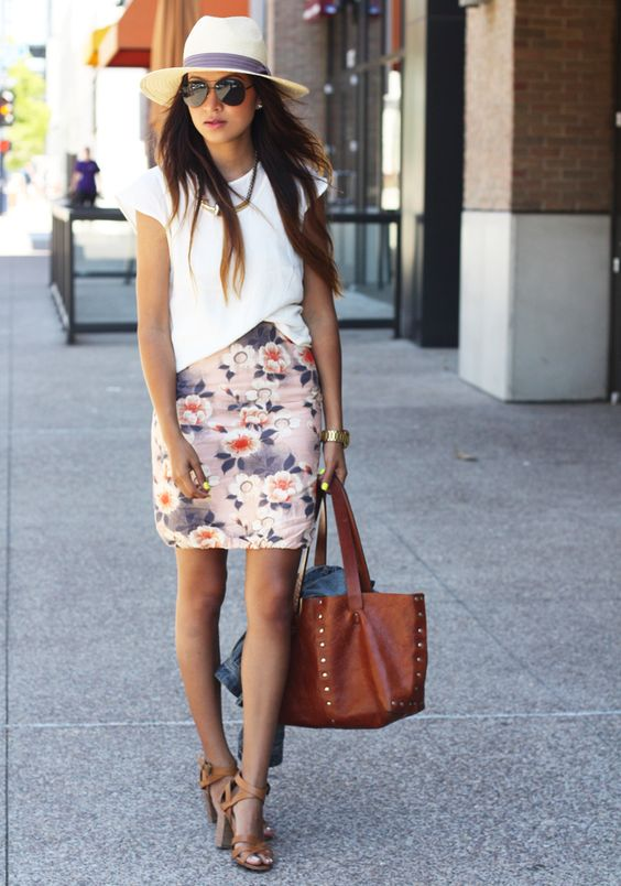 Stay Fashion Even On Your Work Place: Top Fashion Combinations With Floral Pensil Skirt Perfect For Summer