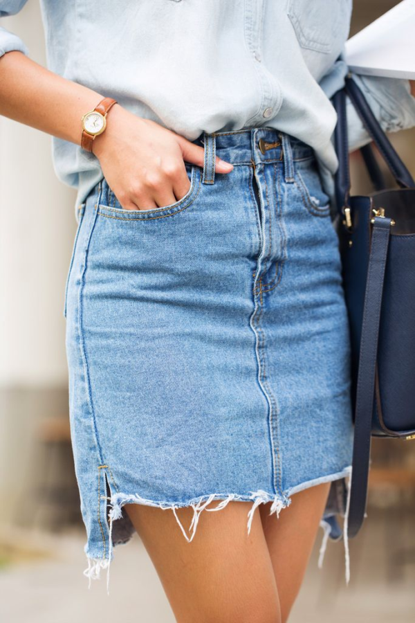 Essentials In Every Woman Wardrobe: Denim Skirt For Chic Look