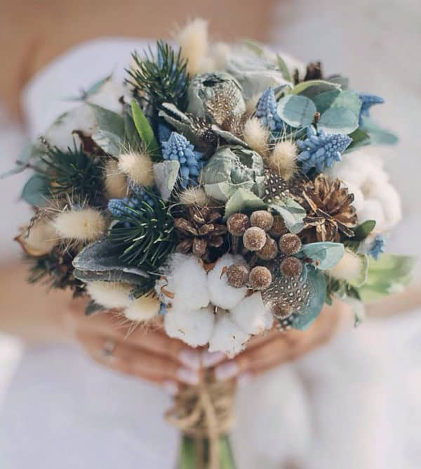 The Most Stylish Christmas Wedding Bouguets To Say The Faithful YES With, In Winter
