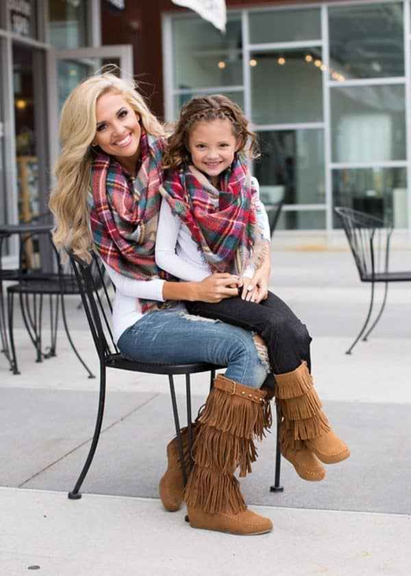 9ae3d04a741a Stunning Mother And Daughter Matching Outfits That Are Perfect For Winter
