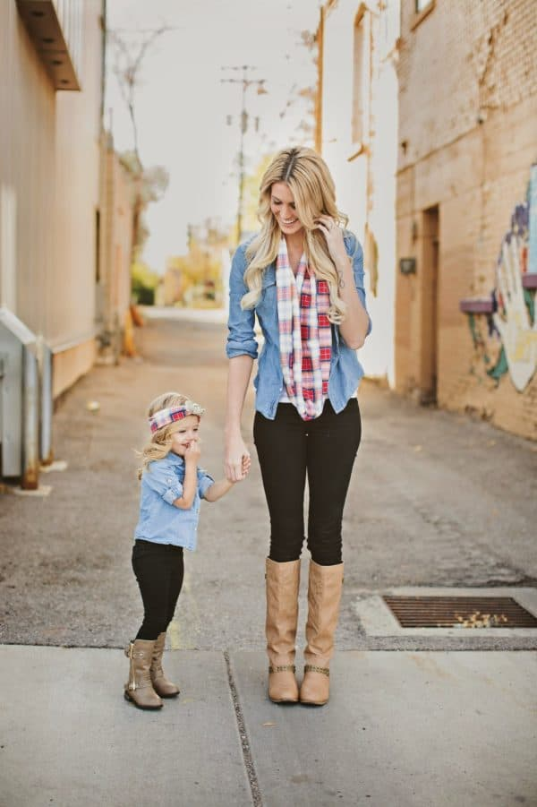 Stunning Mother And Daughter Matching Outfits That Are Perfect For Winter