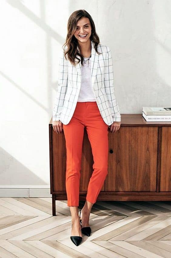 How The Modern Women Dress For A Job Interview In Outstanding Ways