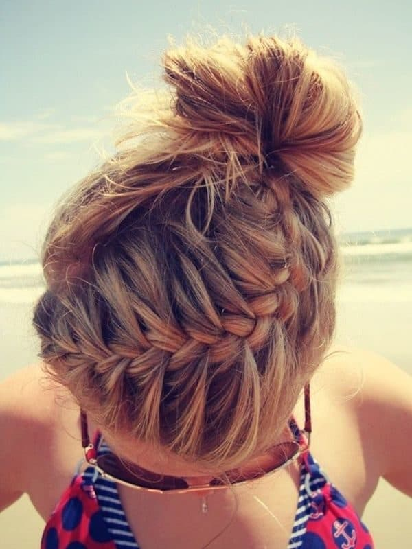 Cute Beach Hairstyles That You Should Try On Your Vacation
