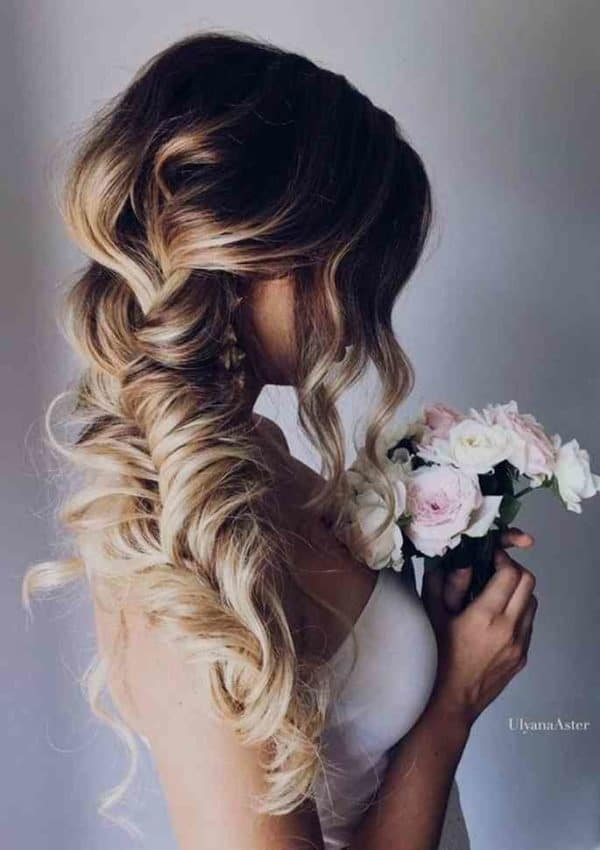 Romantic Side Swept Hairstyles That Will Put All Eyes On You