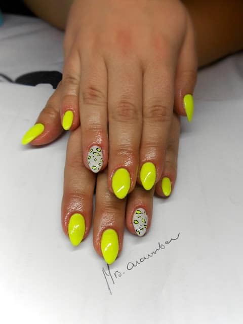 Neon Nails That Will Go Perfectly Well With Your Tanned Skin