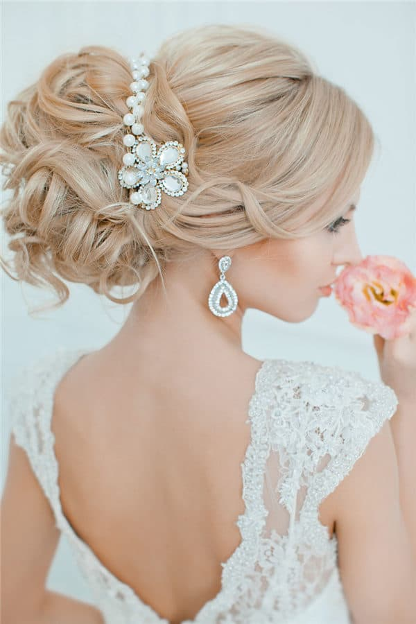 Bridal Pearl Hairstyles That Will Make You Look Absolutely Beautiful
