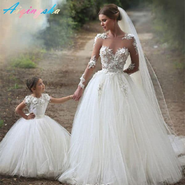 Mother And Daughter Matching Wedding Outfits For An Unforgetable Wedding Experience