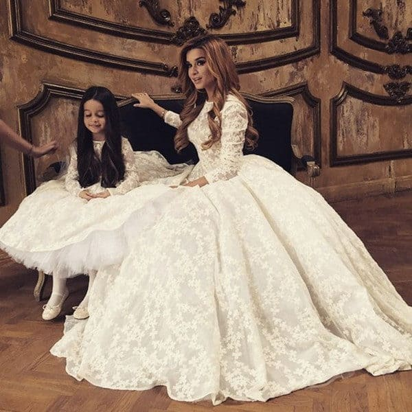 Mother Gown Wedding: Mother And Daughter Matching Wedding Outfits For An