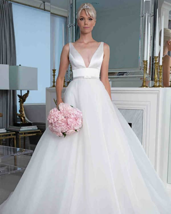 Luxurious And Sophisticated: The Best Wedding Dresses From Fall 2019 Bridal Collection Of The Biggest Designers Names Ever