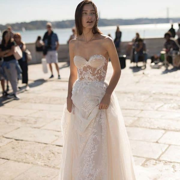 Elegant And Sophisticated Wedding Dresses For A Fairy Tale Look On Your Special Day