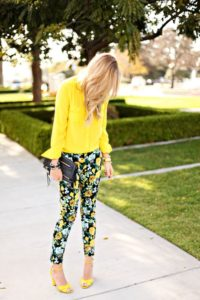 Stylish Ways To Colorful Your Spring Style: Floral Pants For Glamorous Look