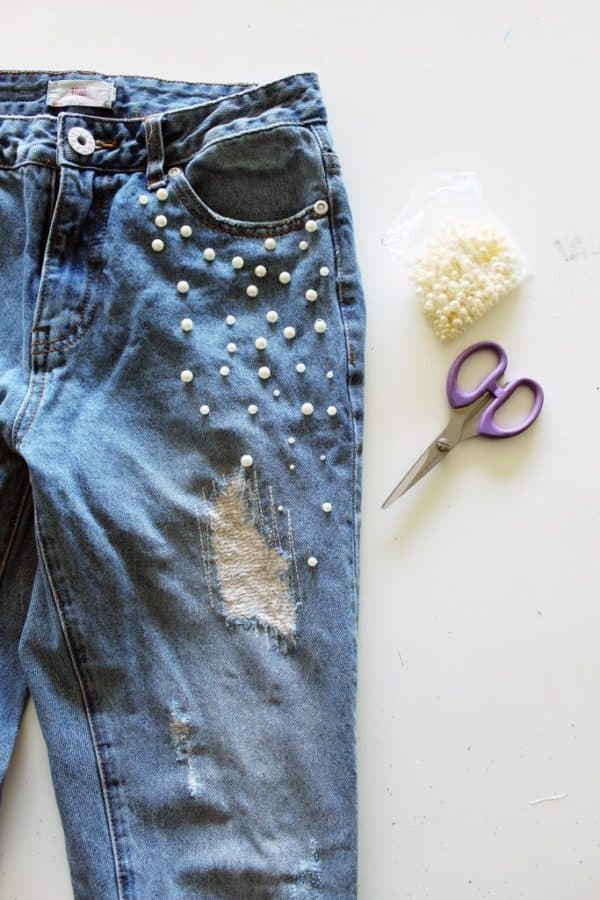 Pretty DIY Pearls Embellished Clothes That Are Easy To Make