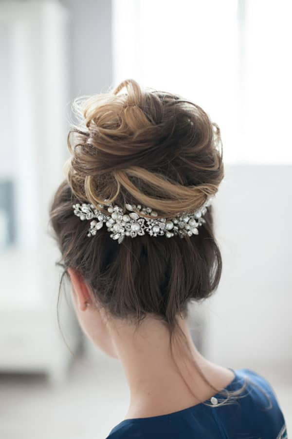 Whimsical Winter Wedding Hairstyle Ideas That Will Leave You Speechless