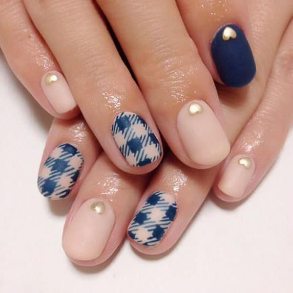 Classy Plaid Manicure Ideas That Will Give You A Warm And Cozy Look