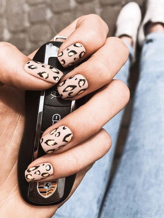 Beautiful Ways To Style Your Animal Print Manicure