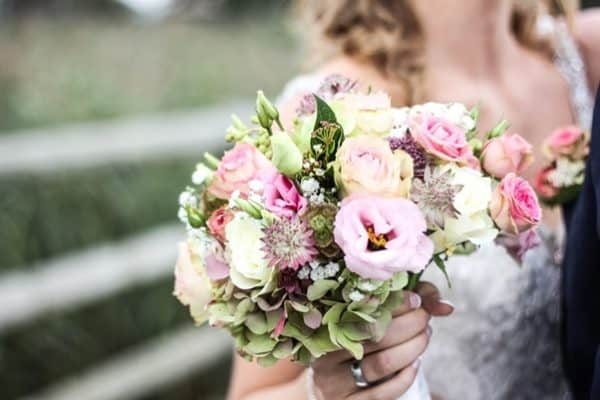 Do Wedding Flowers Have to Match Wedding Colors