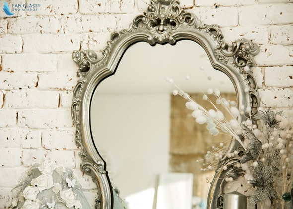 The Amazing Mirror for Your Salon that Shows Complete Reflection