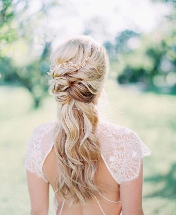 Relaxed Bridal Hairstyles That Are Perfect For Spring And Summer Weddings