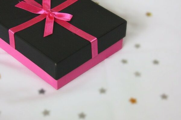 7 Tips & Ideas to Choose the Perfect Christmas Gifts for Your Wife
