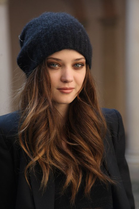 Easy To Style Winter Hairstyles That Look Great With Winter Hat