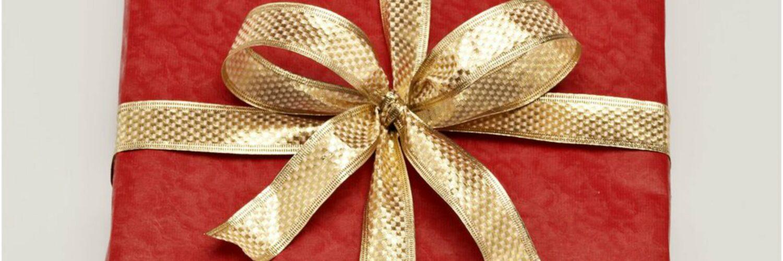 wrap a Christmas gift