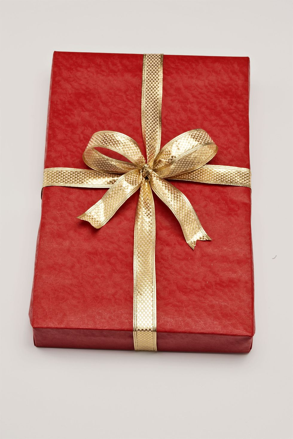 Step By Step Tutorial To Wrap A Christmas Gift As A Pro