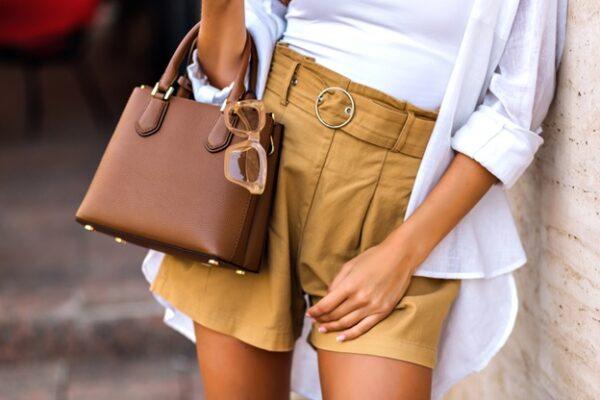 So integrieren Sie Ihre Tasche in Ihr Gesamtoutfit