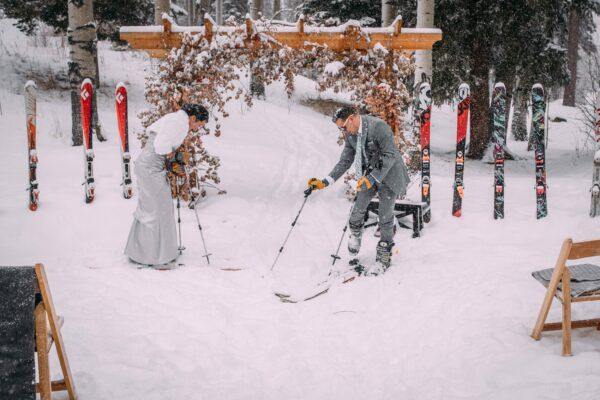 Atemberaubende Ideen für Winterhochzeitsfotos, um Ihren magischen Moment festzuhalten